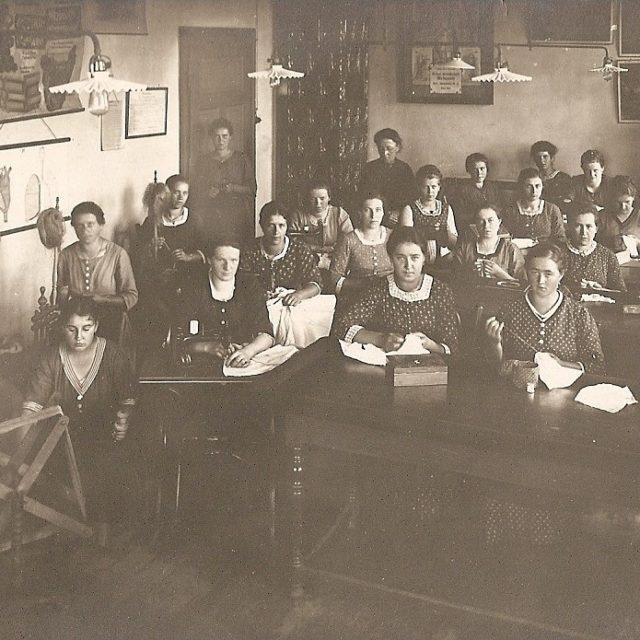 Die Schülerinnen der Meiereischule im Jahre 1908