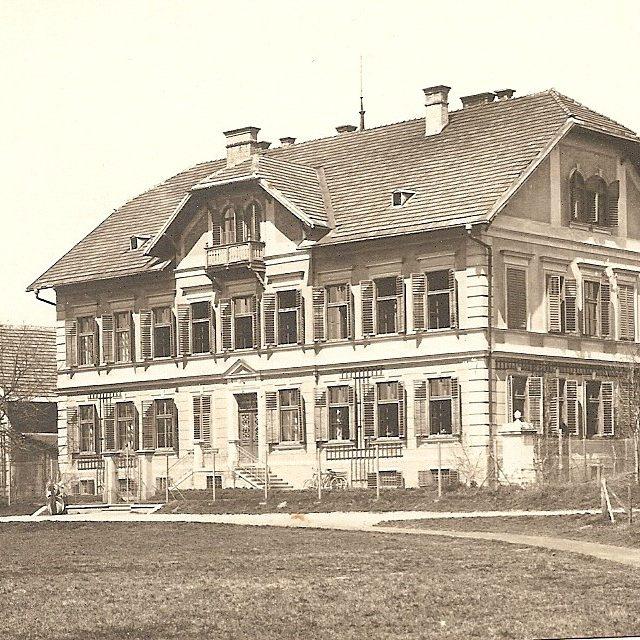 Nach dem Brand von Marienhof , neu erbaute Landeshaushalts- und Meiereischule in Untergoritschitzen bei Klagenfurt
